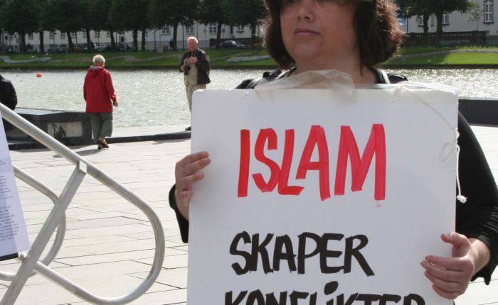 Krever ikke mer av dem enn de av oss» | Stopp islamiseringen